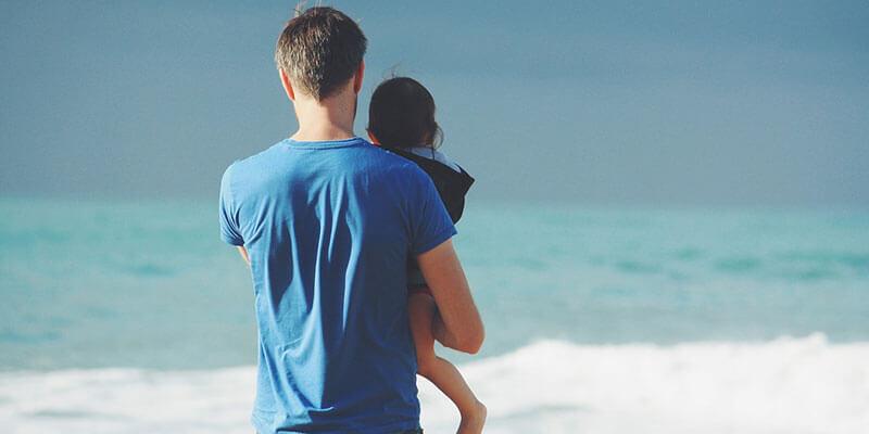 Osobe koje su uspjele izgraditi siguran stil emocionalne vezanosti u djetinjstvu i adolescenciji imaju zbog toga mnoge pozitivne posljedice u svom životu. Istraživanja pokazuju da je djecu burnijeg temperamenta teže umiriti i da njihovi roditelji moraju biti vrlo osjetljivi i o njima više voditi računa nego što to moraju roditelji mirnije djece. Zbog toga su takva djeca sklonija razviti nesigurni stil vezanosti za roditelje. U jednom eksperimenturoditelji djece teškog temperamenta koja su tada imala između šest i devet mjeseci podijeljeni su u dvije grupe. Jedna grupa prošla je trening senzitivnosti na kojem su naučili kako najbolje odgovarati na djetetove potrebe, dok druga grupa nije imala nikakav trening. Učinci tretmana mjereni kad su djeca imala godinu dana bili su dramatični. Djeca čiji su roditelji prošli trening senzitivnosti su tri puta više pokazivala siguran stil vezanosti od djece čiji roditelji nisu prošli trening. Rezultati istraživanja na ispitanicima različite dobi pokazuju da je za siguran stil vezanosti najvažnija senzitivnost uključenih strana. To je vještina koja se može naučiti i tako poremećen odnos pretvoriti u dobro funkcionirajući i zadovoljavajući