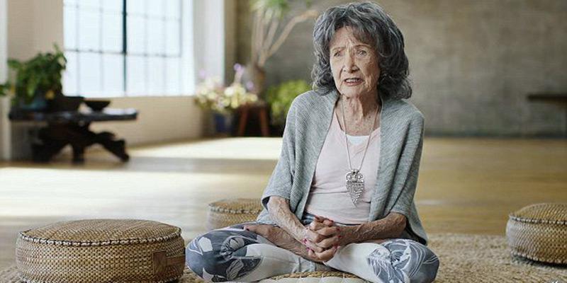 najstarija instruktorica joge